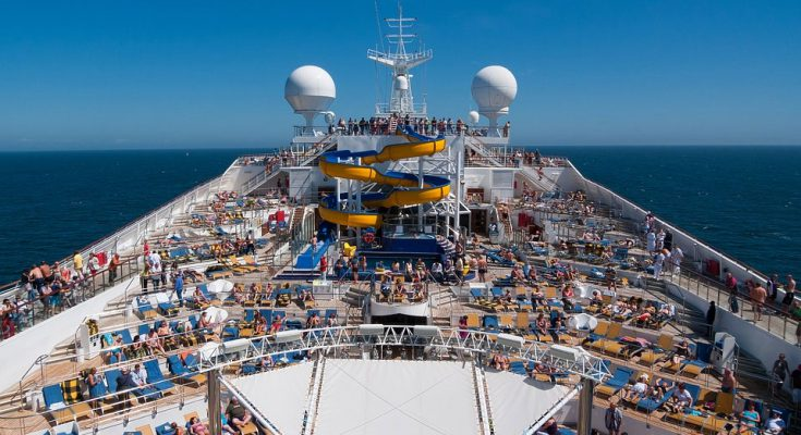 amazing-cruises-huge-deck